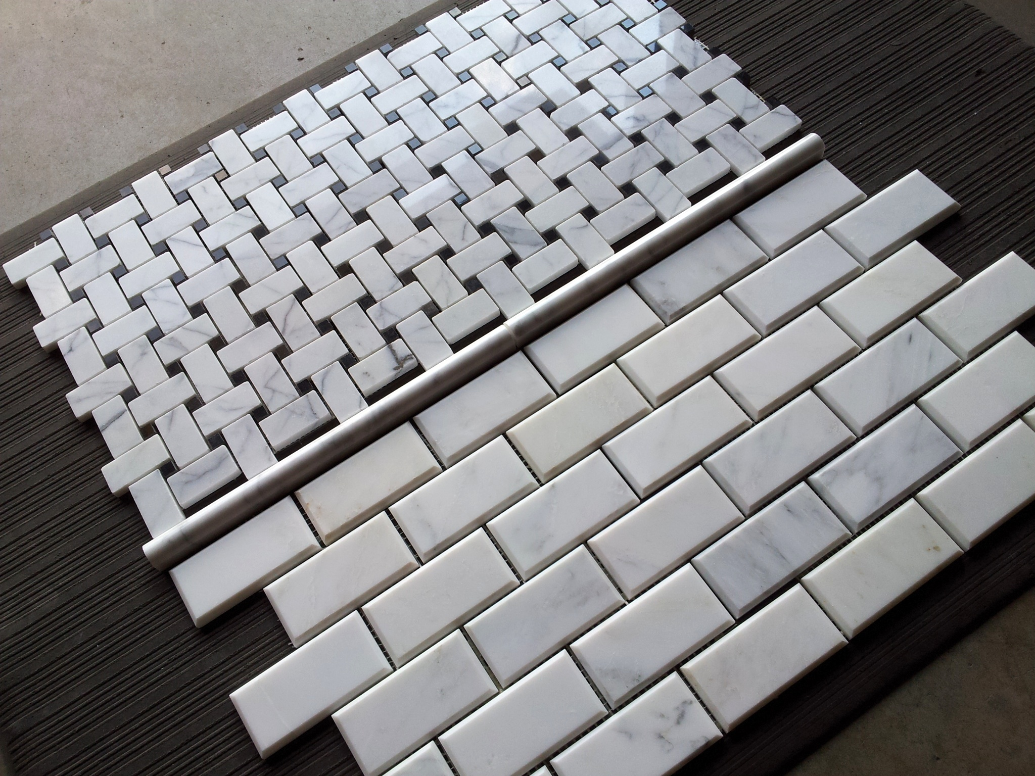 carrara venato beveled 2x4 marble mosaic subway tile