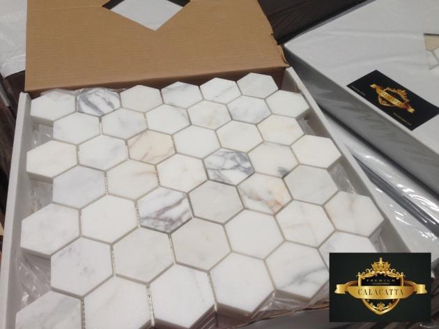 Calacatta 2x2 Hex Honed Mosaic Tile